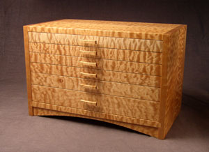 Arched Apron Jewelry Chest in Quilted Maple